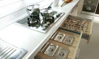 Διάφορα σχέδια σε ντουλάπια κουζίνας, πορτάκια, πάγκους, χρώματα και μηχανισμούς