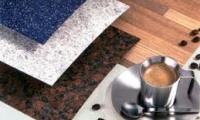 Διάφορα χρώματα σε πάγκους κουζίνας που μπορούν να προσαρμοστούν σε όλα τα μέτρα κουζίνας