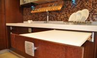 Μηχανισμός συρόμενου τραπεζιού. <br /> Βοηθητικός πάγκος κουζίνας.